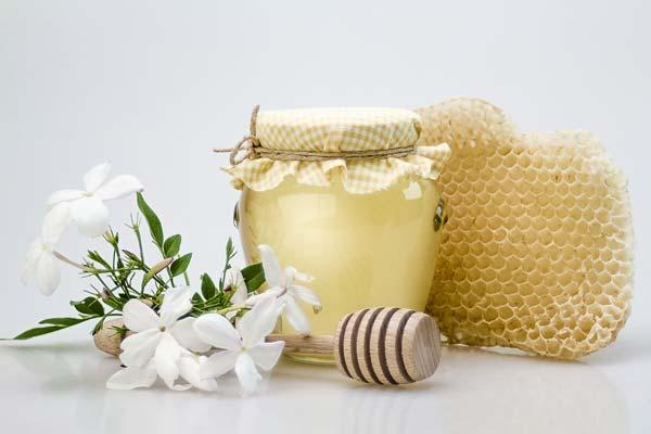 un miellat aux huiles essentielles pour lutter contre la toux aroma 39 tips. Black Bedroom Furniture Sets. Home Design Ideas