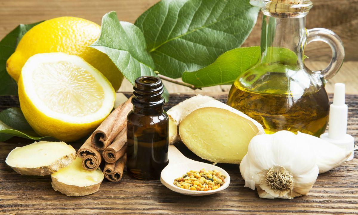 Cuisiner avec les huiles essentielles et les hydrolats : ce qu'il faut savoir pour se lancer sans risque