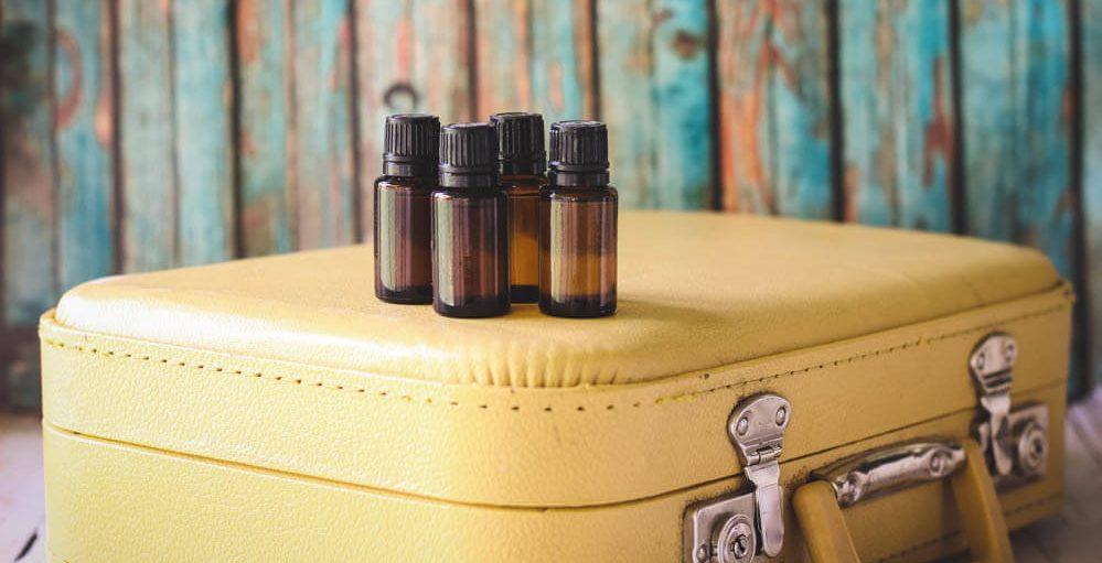 Les huiles essentielles indispensables en voyage selon votre destination
