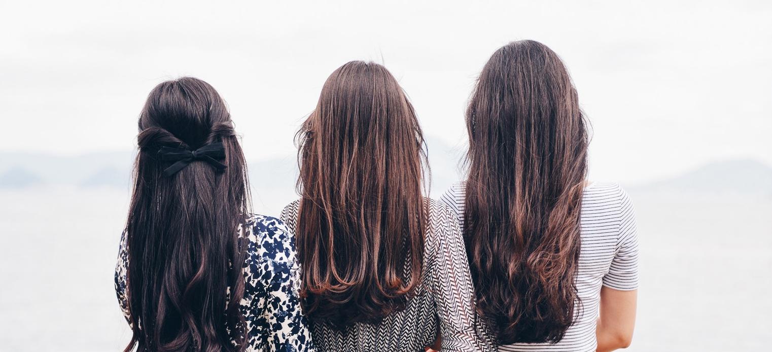 10 huiles essentielles indispensables pour la santé et la beauté de vos cheveux