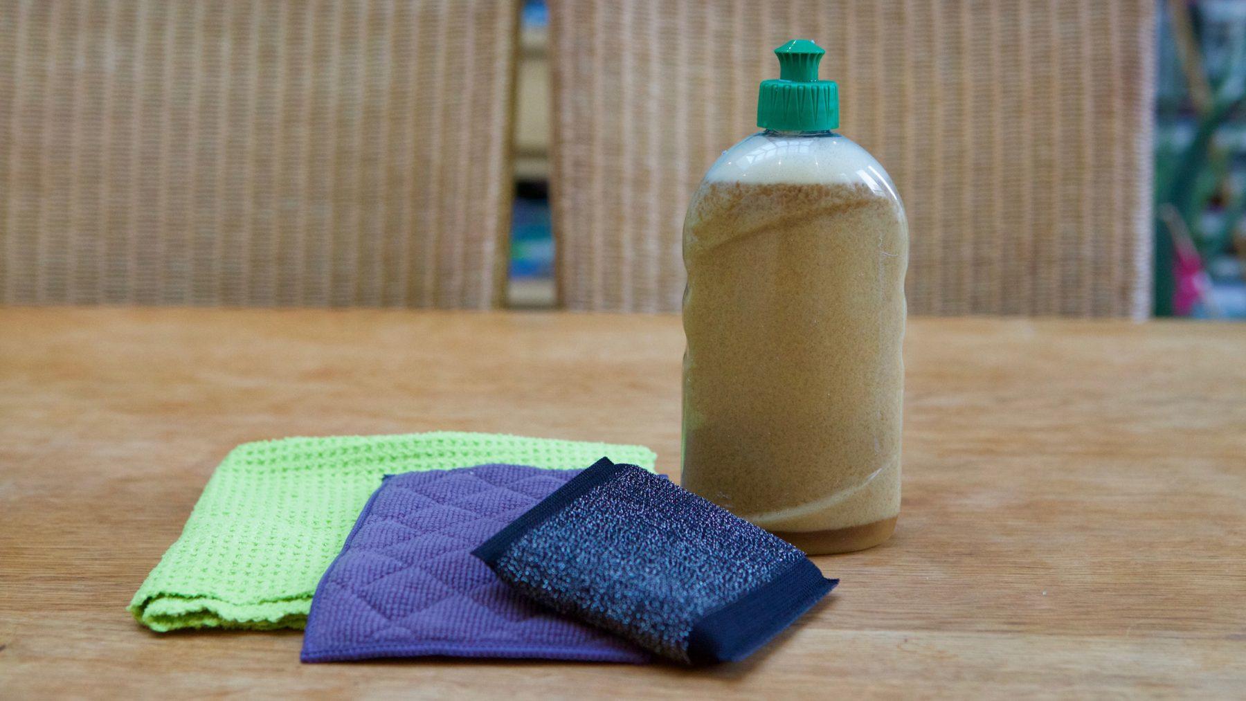 Un liquide vaisselle au savon noir 100% naturel et efficace
