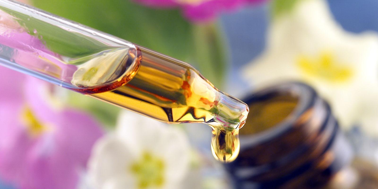 Pourquoi et comment utiliser les huiles végétales dans vos soins du visage et du corps ?