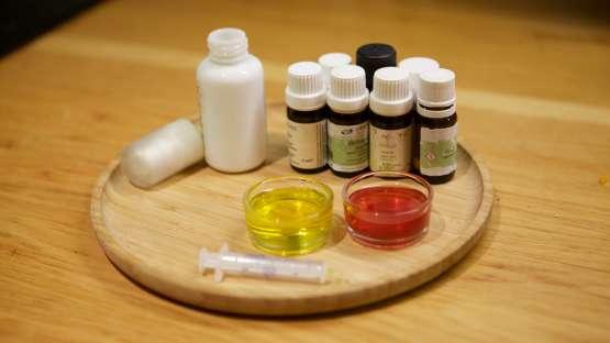 Un sérum réparateur pour les mains aux huiles essentielles