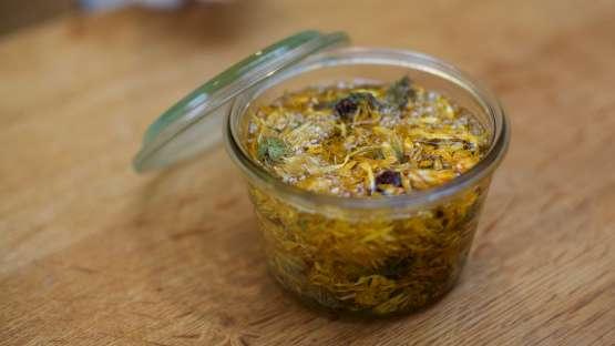 Fabriquer son macérât huileux de calendula : un soin idéal pour les peaux sensibles