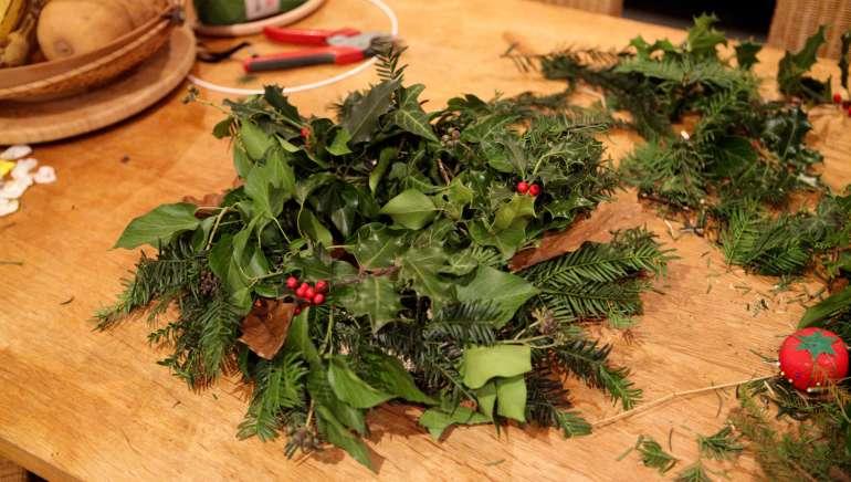 Faire une couronne végétale pour décorer sa maison : trois techniques