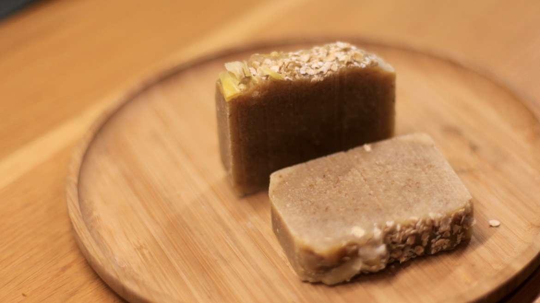 Un savon tout doux au miel, lait de chèvre et avoine pour peaux fragiles