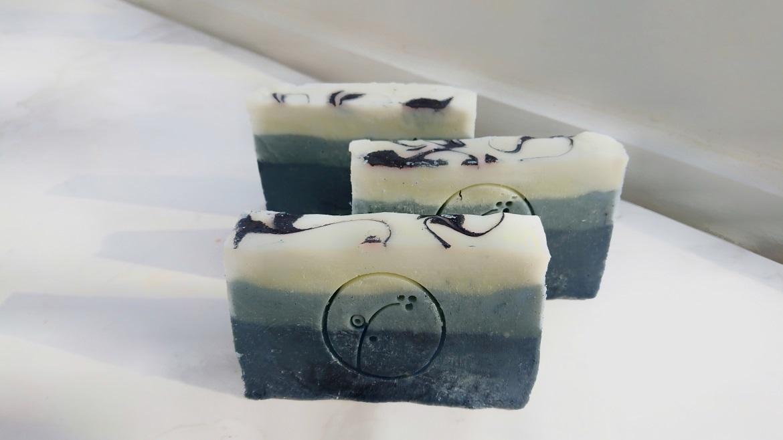Comment colorer un savon en bleu indigo ? Recette de savon ombré