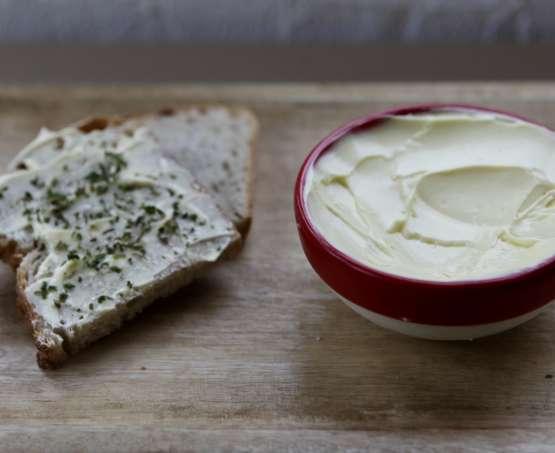 Faire du beurre maison à partir de lait cru ou de crème